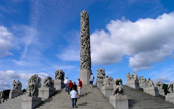 The Monolith / Wikipedia