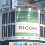 ニューヨーク・タイムズスクエアにエコ看板