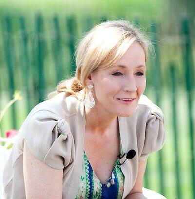 J.K. Rowling: ホワイトハウスにて(2010年)/ Wikipedia