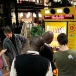 世界初の「ツイート自販機」が、南アフリカで話題に