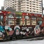 2013年の雪ミク電車は「いちご白無垢Ver.」