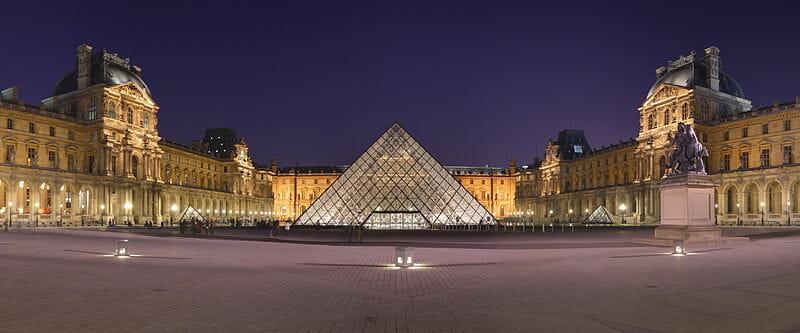 ルーヴル美術館とルーヴル・ピラミッド / Wikipedia