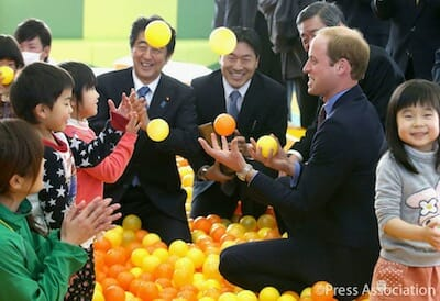 The Duke of Cambridge demonstrates his juggling skills during a visit to Smile Kids Park in Koriyama with Japanese Prime Minister Shinzo Abe. / Facebook