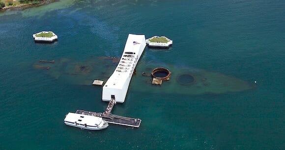 アリゾナ記念館(USS Arizona Memorial)