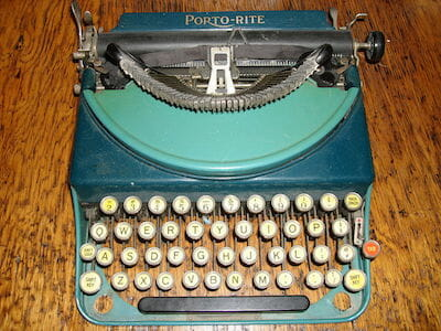 Porto-Rite portable typewriter / Wikipedia