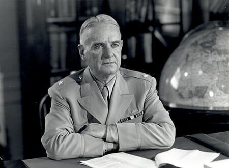 OSS長官時代のドノバン(1945年)/ Wikipedia