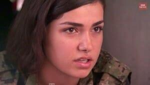 イスラム国が恐れる銃を持つクルド人女性兵士