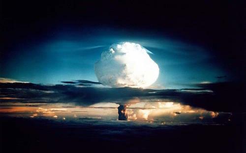1952年11月1日、人類初の水爆実験であるアイビー作戦 / Wikipedia