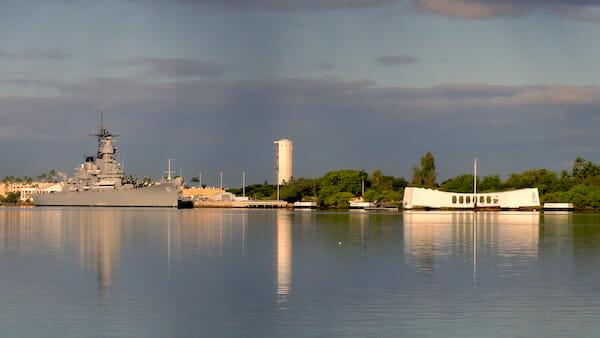 戦艦ミズーリとアリゾナ記念館 / Wikipedia