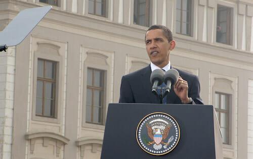 フラチャニ広場で演説するバラク・オバマ / Wikisource