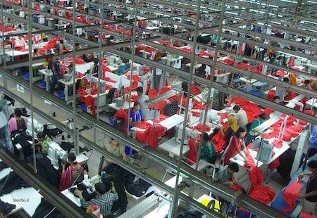 バングラデシュの服飾工場 / Wikipedia