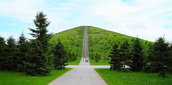モエレ山(2012年8月)/ Wikipedia