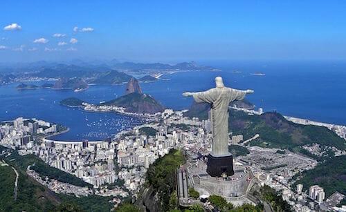 コルコバードのキリスト像とリオデジャネイロ / Wikipedia