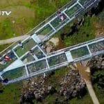 世界最長の万盛区にあるA字型ガラス床展望橋