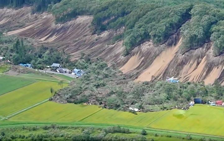厚真町で大規模な土砂崩れ(北海...